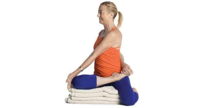Yoga para miomatosis uterina ejercicio 2 Bharadvajasana